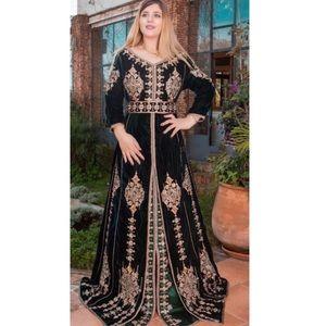 Dresses & Skirts - Beautiful Moroccan velvet green dress